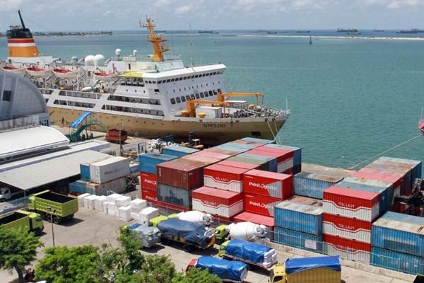 Ilustrasi - Kapal Umsini milik PT Pelni bersandar di dermaga Pelabuhan Makassar, Sulawesi Selatan, Rabu (7/11/2018). - JIBI/Paulus Tandi Bone