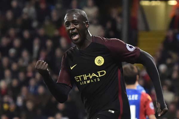 Yaya Toure bsaat berseragam Manchester City. - Reuters/Hannah McKay