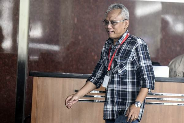 Anggota DPR Arif Wibowo bersiap menjalani pemeriksaan di gedung KPK, Jakarta - ANTARA/Hafidz Mubarak A