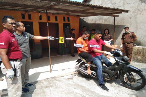 Penyidik Satreksrim Polres Klaten menggelar rekonstruksi pembunuhan di Pakahan, Jogonalan, Klaten, Kamis (4/7/2019). (Solopos - Ponco Suseno)