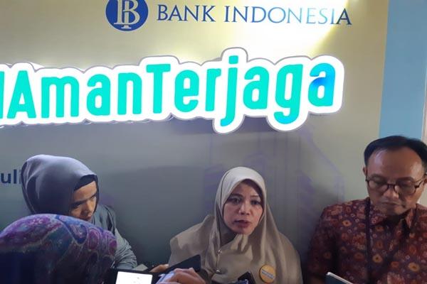 : Direktur Departemen Kebijakan Bank Indonesia, Yanti Setiawan (tengah) didampingi Deputi Direktur Bank Indonesia Kantor Perwakilan Sumsel Hari Widodo (kanan) saat acara Bank Indonesia Nangkring Bareng Blogger dan Mahasiswa di Palembang, Kamis (4/7/2019) - Bisnis//Dinda Wulandari