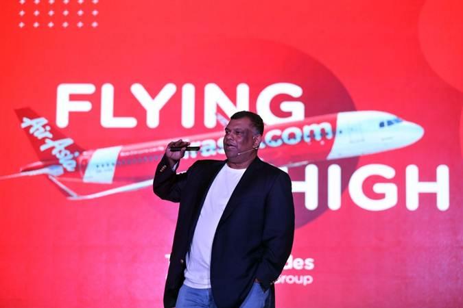 CEO AirAsia Group Tony Fernandes memberikan sambutan di sela-sela peluncuran bukunya yang berjudul Flying High: Kisahku Membangun AirAsia, di Jakarta, Kamis (4/7/2019). - Bisnis/Nurul Hidayat