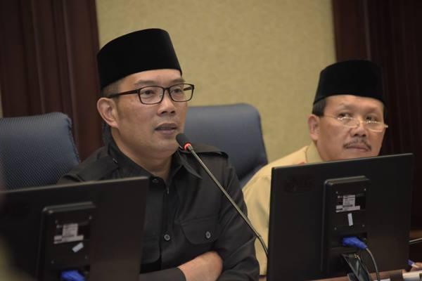 Gubernur Jawa Barat Ridwan Kamil (kiri) - Bisnis/Wisnu Wage