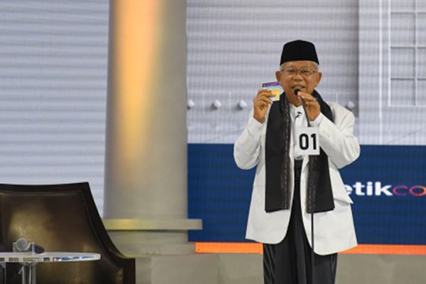 KH Ma'ruf Amin saat debat cawapres di Hotel Sultan Jakarta pada Minggu (17/3/2019). - Antara/Wahyu Putro