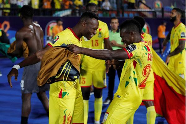 Para pemain Benin merayakan kemenangan atas Maroko. - Reuters/Mohamed Abd El Ghany