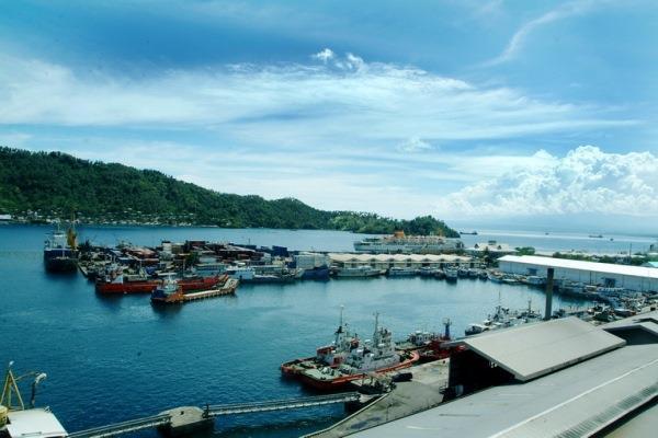 Pelabuhan Bitung berhadapan langsung dengan pulau Lembeh - inaport4.co.id