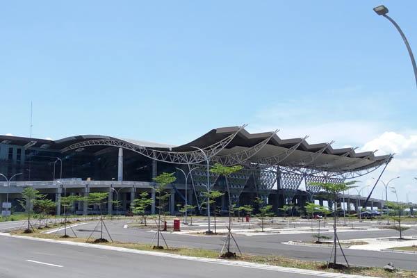 Gedung Terminal Bandara Internasional Jawa Barat di Kertajati, Rabu (4/3/2018). Kementerian Perhubungan mengklaim proyek pembangunan sisi darat bandara tersebut sudah mencapai 91,07%. - Bisnis/Rio Sandy Pradana
