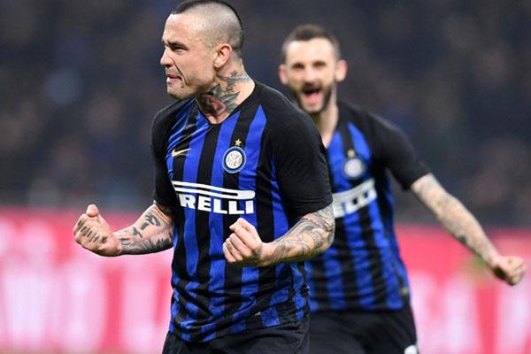 Gelandang Inter Milan Radja Nainggolan - Reuters/Daniele Mascolo