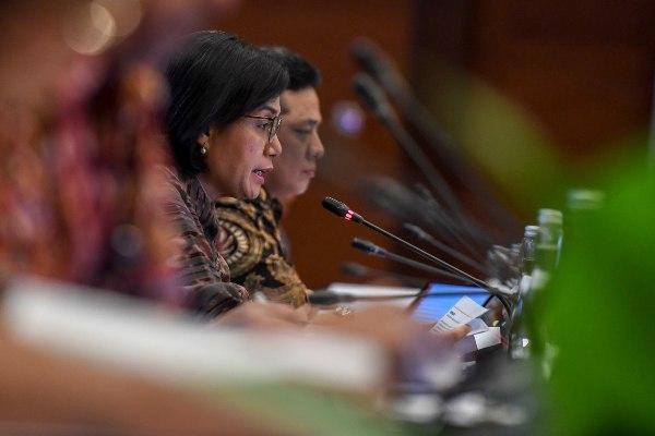 Menteri Keuangan Sri Mulyani menyampaikan pemaparan saat konferensi pers APBN KiTa (Kinerja dan Fakta) di Kementerian Keuangan, Jakarta, Jumat (21/6/2019). Realisasi defisit APBN hingga Mei 2019 mencapai Rp127,45 triliun atau sekitar 0,79 persen dari Produk Domestik Bruto (PDB). - ANTARA FOTO/Hafidz Mubarak A
