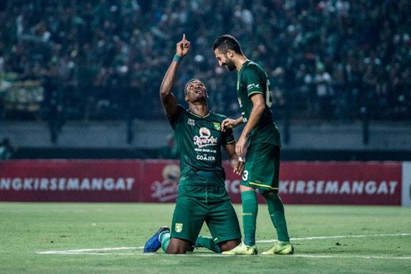 Dua pemain andalan Persebaya Surabaya, ujung tombak Amido Balde (kiri) dan gelandang serang Manuchehr Jalilov. - Persebaya.id