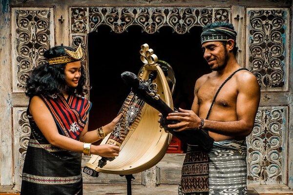 Musisi asal NTT ini akan memainkan alat-alat tradisional pada pentas di Hotel Tugu bulan ini. - Istimewa