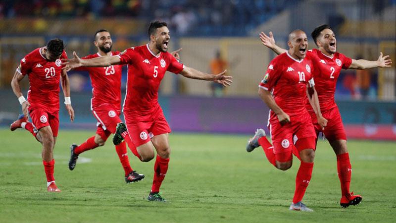 Para pemain Tunisia merayakan kemenangan atas Ghana. - Reuters/Amr Abdallah Dalsh