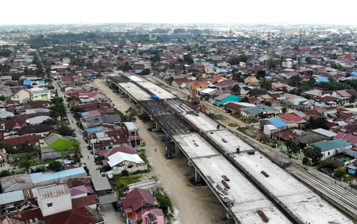 Foto udara pembangunan jalan tol ruas Medan-Binjai yang merupakan bagian dari Tol Trans Sumatra di Deli Serdang, Sumatra Utara, Rabu (6/3/2019). - Bisnis/Abdullah Azzam