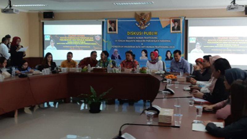 Komisi Perlindungan Anak Indonesia bersama Menteri PPPA Yohana Susana Yambise mengungkapkan berbagai masalah terkait dengan human trafficking di kantor KPAI di Jakarta pada Selasa (9/7/2019). - Bisnis.com
