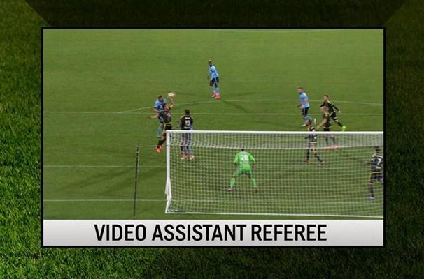 Teknologi VAR atau Video Assistant Referee - Sporting News