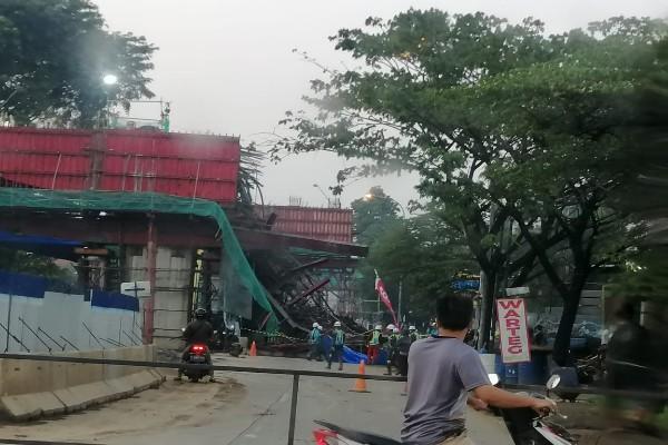 Cor beton proyek lokasi jalan Tol Bogor Ring Road Seksi 3A tumpah - Twitter @keikokomara