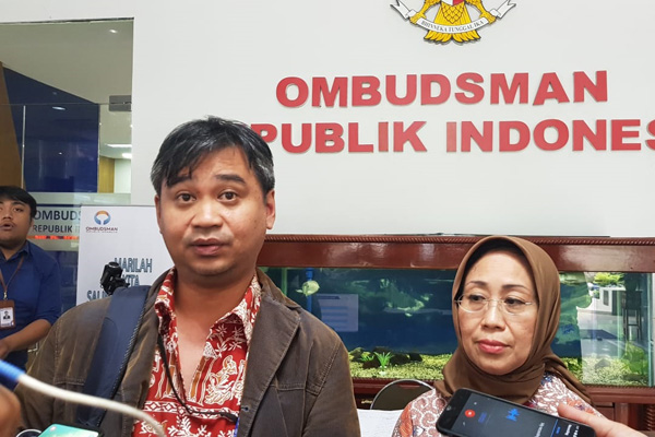 Manajer Riset Amnesty Internasional Indonesia Papang Hidayat (kanan) dan Anggota Ombudsman RI Ninuk Rahayu di Kantor Ombudsman RI  Jakarta  Rabu  10 Juli 2019. - Bisnis/Lalu Rahadian