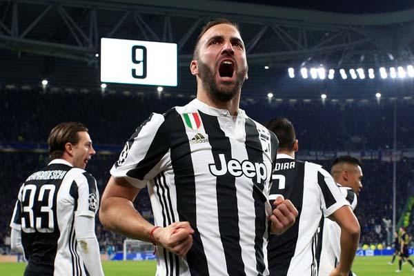 Gonzalo Higuain dalam jersey Juventus. - Reuters/Max Rossi