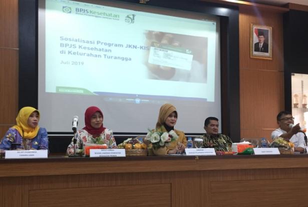 Direktur Jaminan Pelayanan Kesehatan BPJS Kesehatan Maya A. Rusady (tengah) - Bisnis/Dea Andriyawan