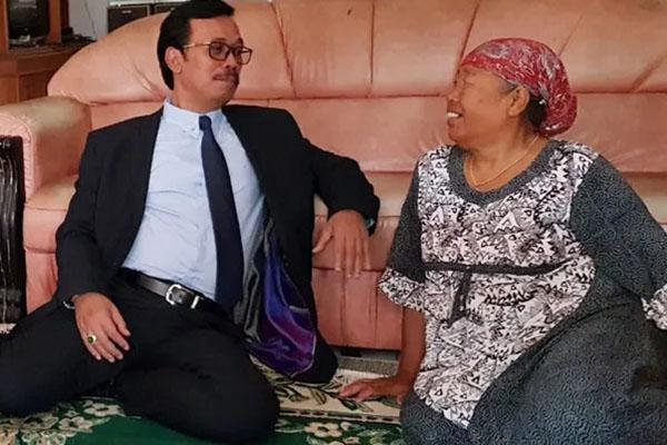 Dubes Republik Indonesia untuk Arab Saudi, Agus Maftuh Abegebriel, ketika menemui keluarga Ety bt Toyyib Anwar di Majalengka, Jawa Barat. - Istimewa-KBRI Riyadh