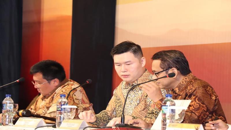 (Kiri ke kanan) Presiden Komisaris PT Mark Dynamics Indonesia, Tbk, Chin Kien Ping; Direktur Utama Ridwan Goh; dan Direktur Keuangan Budi Muharsyah setelah melaksanakan Rapat Umum Pemegang Saham Tahunan (RUPST) pada Selasa (14/5/2019) malam, di Medan. Dalam RUPST, perseroan membagikan dividen Rp7 perlembar saham dengan total Rp26,2 miliar. JIBI/ Bisnis - M. Abdi Amna