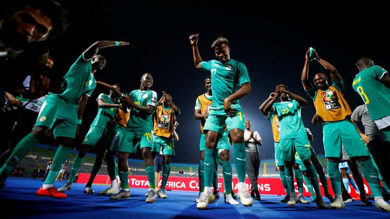 Skuat Senegal merayakan kelolosan mereka ke final Piala Afrika setelah menundukkan Tunisia 1 - 0. - Reuters/Mohamed Abd El Ghany