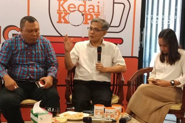 Ketua Umum Inovator 4.0 Indonesia, Budiman Sujatmiko (tengah) - Antara