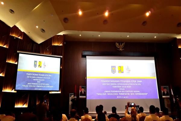 Ketua LPJKN Ruslan Rivai memberi sambutan pada acata penandatanganan perjanjian kerja sama dengan Ditjen Dukcapil, Kemendagri di Jakarta, Senin (15/7/2019). - Krizia P. Kinanti