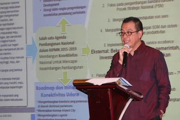 Dirut Angkasa Pura I Faik Fahmi memberikan penjelasa pada diskusi Peluang dan Tantangan Industri Penerbangan Indonesia di Era Asean SAM di Jakarta, Rabu (25/4/2018). - JIBI/Dedi Gunawan