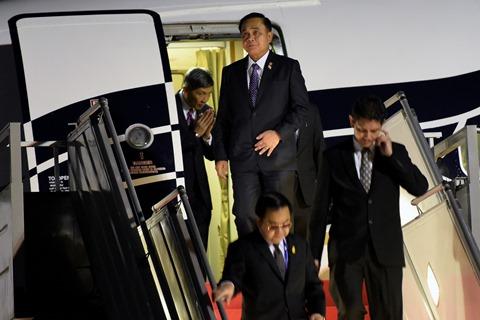 Perdana Menteri Thailand Prayuth Chan-ocha (kedua kiri) saat tiba di Bandar Udara Halim Perdanakusuma, Jakarta, Selasa (21/4/2015) untuk menghadiri rangkaian peringatan ke-60 tahun Konferensi Asia Afrika di Jakarta dan Bandung yang digelar hingga 24 April 2015. - Antara/Sigid Kurniawan