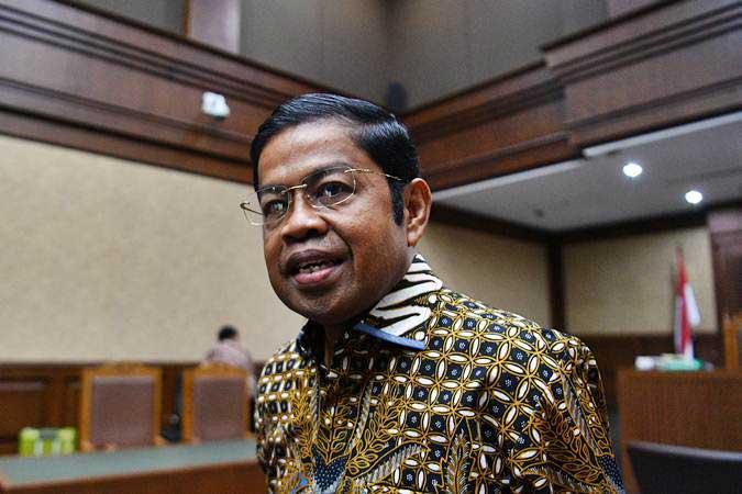 Terdakwa kasus dugaan suap proyek PLTU Riau-1 Idrus Marham meninggalkan ruangan seusai menjalani sidang tuntutan di Pengadilan Tipikor, Jakarta, Kamis (21/3/2019). - ANTARA/Sigid Kurniawan