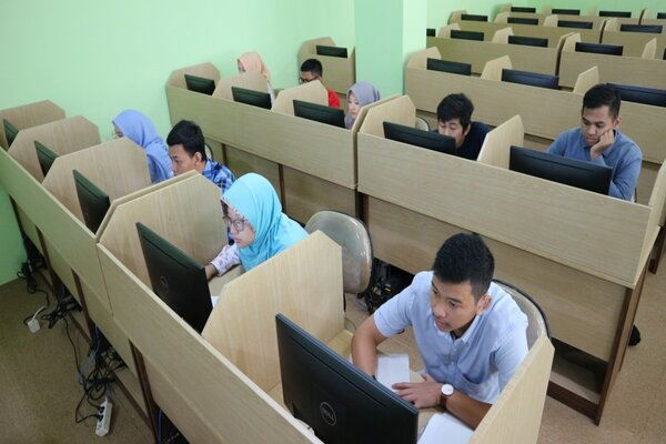 Peserta SMPD UB 2019 tengah mengikuti tes di di laboratorium komputer Gedung FIB UB Lantai 7, Selasa (16/7/2019). - Istimewa