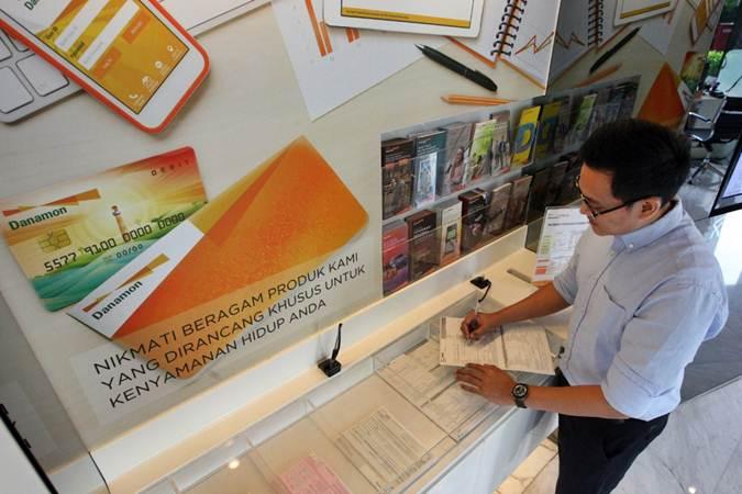 Aktivitas layanan perbankan di kantor PT Bank Danamon Indonesia Tbk di Jakarta, Selasa (2/7/2019). - Bisnis/Dedi Gunawan