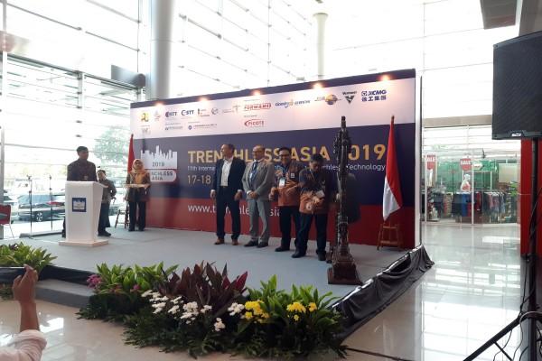 Dirjen Bina Konstruksi Kementerian PUPR Syarif Burhanuddin (kiri) ketika membuka acara Trenchless Asia 2019 di Kemayoran, Rabu (17/7/2019). - Krizia P. Kinanti