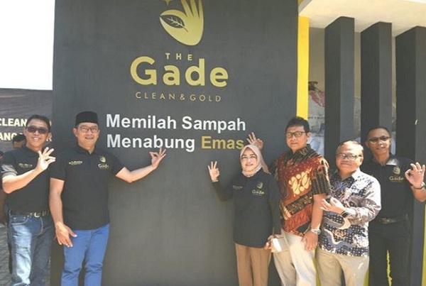 Ridwan Kamil saat meresmikan bank sampah The Gade Clean and Gold - Istimewa