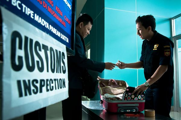Petugas Bea Cukai di Bandara Soekarno-Hatta, Tangerang. - Istimewa