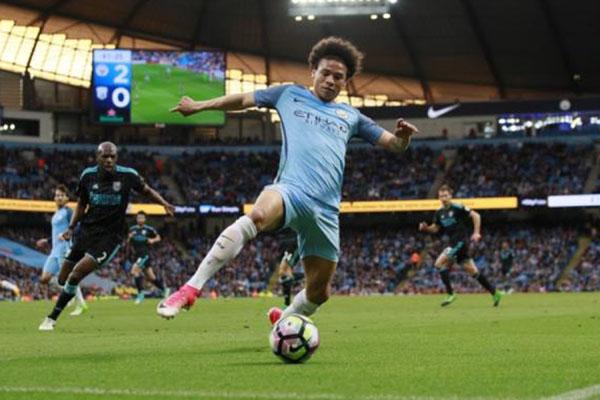 Penyerang sayap Manchester City Leroy Aziz Sane - Reuters/Jason Cairnduff
