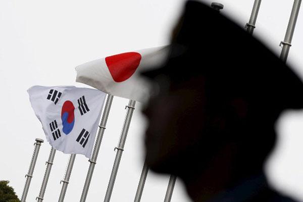 Bendera Korea Selatan dan Jepang. - Reuters/Toru Hanai