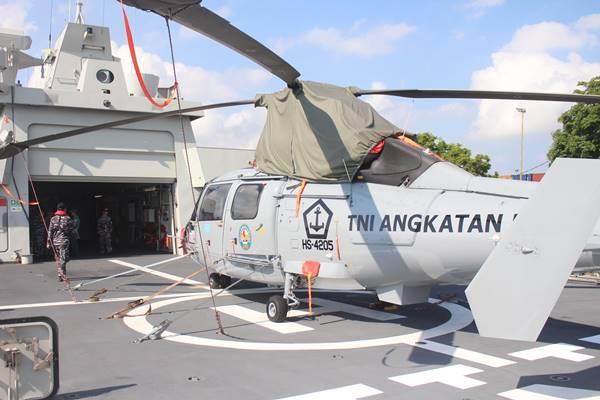 Personel TNI AL terlihat melakukan pengawasan ketika KRI I Gusti Ngurah Rai-332 bersandar di Pelabuhan Benoa, Rabu (10/10/2018). /JIBI - BISNIS/ Ni Putu Eka Wiratmini