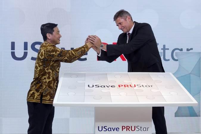 Presiden Direktur UOB Indonesia Kevin Lam (kiri) dan Presiden Direktur Prudential Indonesia Jens Reisch secara resmi meluncurkan USave PRUStar di Jakarta, Rabu (17/7/2019). - Bisnis/Felix Jody Kinarwan