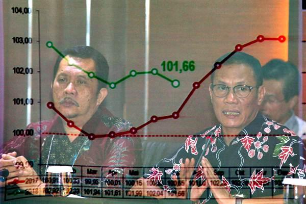 Kepala Badan Pusat Statistik (BPS) Suhariyanto (kanan) didampingi Deputi Bidang Statistik Produksi M Habibullah menyampaikan Inflasi Juli 2018 di Jakarta, Rabu (1/8/2018). - JIBI/Abdullah Azzam