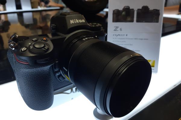 Kamera mirrorless full frame Nikon Z6 saat dipamerkan pada peluncurannya di Jakarta, Rabu (24/10/2018). - Bisnis/Dhiany Nadya Utami