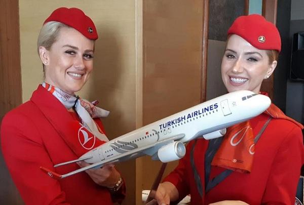 Pramugari Turkish Airlines - Bisnis/Ema Sukarelawanto