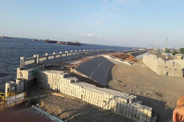 Tanggul pengaman pantai sepanjang 2,2 kilometer bagian dari proyek National Capital Integrated Coastal Development (NCICD) Tahap II Paket 2 yang membentang dari Muara Cakung sampai ujung Pulau New Priok Container Terminal One (NPCT) 1. - Bisnis.com/ Deandra Syarizka