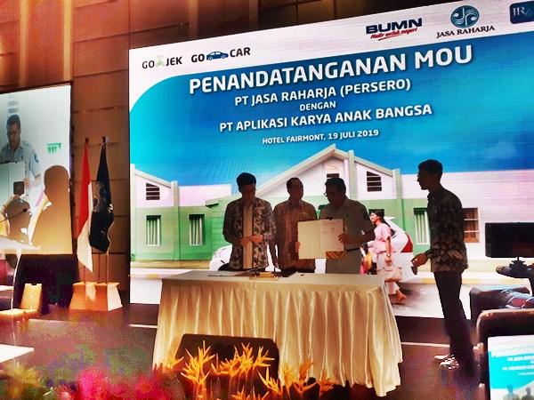 Penandatangan Kerja Sama Go-Jek dan PT Jasa Raharja (Persero). BISNIS - Rinaldi M Azka