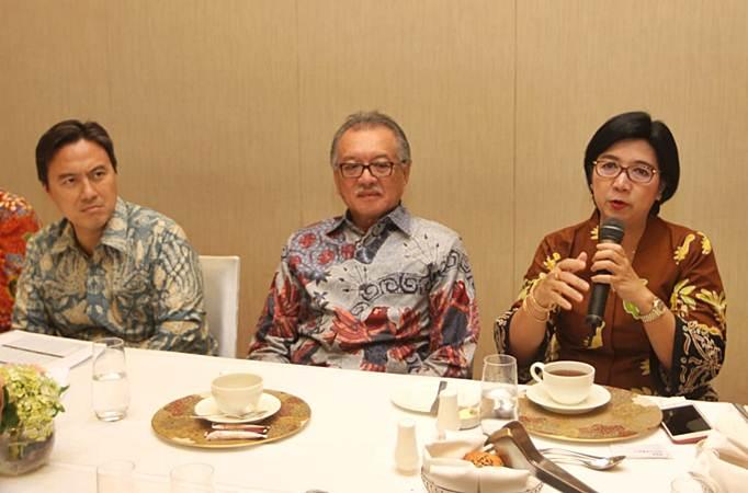 Anggota Dewan Komisioner Lembaga Penjamin Simpanan (LPS) Destry Damayanti (dari kanan), Ketua Dewan Komisioner Halim Alamsyah, dan Kepala Eksekutif Fauzi Ichsan menjawab pertanyaan wartawan di Jakarta, Kamis (18/7/2019). - Bisnis/Endang Muchtar