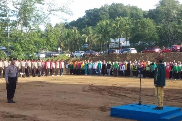 Bupati Gorontalo Nelson Pomalingo saat menjadi pembina upacara peringatan HPSN di TPA Talumelito, Kabupaten Gorontalo - Antara/Humas