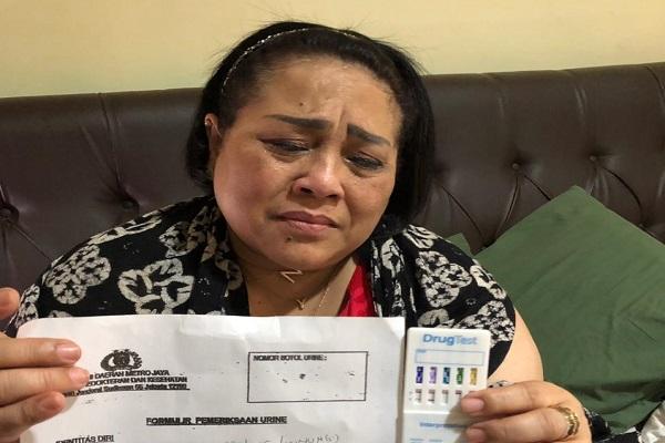 Pelawak Tri Retno Prayudati alias Nunung Srimulat dan suaminya July Jan Sembiran positif mengonsumsi narkoba. - Istimewa
