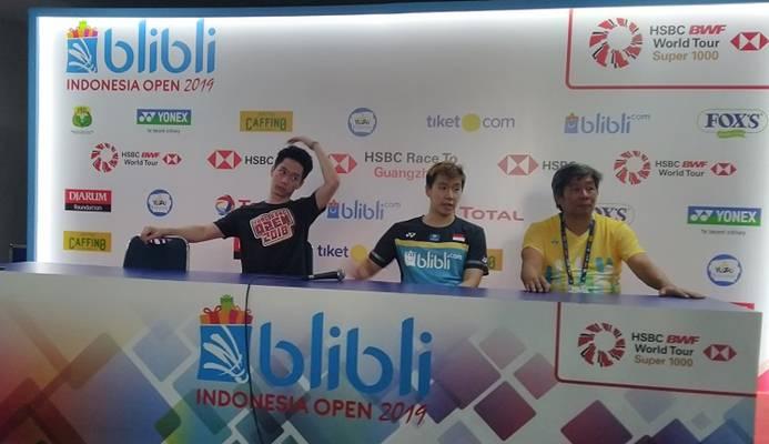 Kevin Sanjaya, Marcus Gideon, dan Herry IP dalam jumpa pers setelah semifinal Indonesia Open 2019. - Bisnis/Surya Rianto