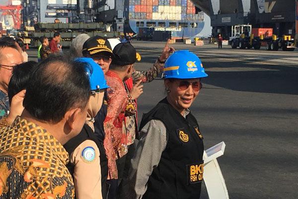 Menteri Kelautan dan Perikanan Susi Pudjiastuti memimpin pelepasan ekspor raya hasil perikanan di Pelabuhan Tanjung Priok Jakarta, Jumat (19/7/2017). - Antara/Abdu Faisal